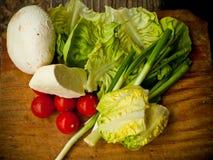 Verse zuivelfabriek en groenten stock afbeeldingen