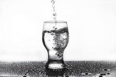 Versement de l'eau Photographie stock