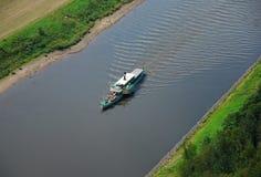 Versenden Sie auf Fluss Elbe nahe Bastei in Sachsen lizenzfreies stockbild