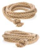 Versenden Sie das Seil, das mit dem Knoten gebunden wird, der auf Weiß getrennt wird Lizenzfreie Stockbilder