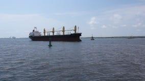 Versenden Sie das teilnehmen am Hafen stock footage