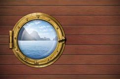 Versenden Sie Fenster mit Meer oder Ozean mit Tropeninsel Stockfoto