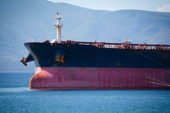 Versenden Sie mit Ladung auf dem Kiel-Kanal, Deutschland Lizenzfreies Stockfoto
