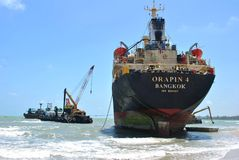Versenden Sie mit Ladung auf dem Kiel-Kanal, Deutschland Lizenzfreies Stockbild