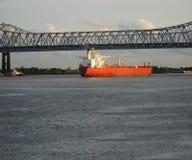 Versenden Sie mit Ladung auf dem Kiel-Kanal, Deutschland stockfotos