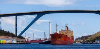Versenden Sie mit Ladung auf dem Kiel-Kanal, Deutschland stockbild