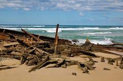 Versenden Sie Wrack des Strandes von Fraser Insel Stockbild