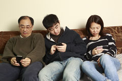 Versenden von SMS-Nachrichten Lizenzfreie Stockfotos
