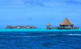 Versenkte Atoll-und Erholungsort-Gebäude Stockfotos