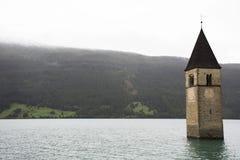 Versenkter Turm von reschensee Kirche tief im Resias See stockfoto