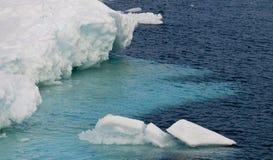 Versenktes antarktisches Icebeg Stockbild