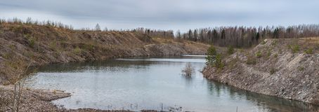 Versenktes Bergwerk am Frühling stockfoto