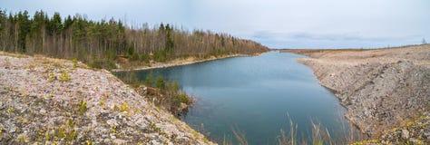 Versenktes Bergwerk am Frühling stockbild