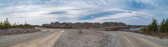 Versenktes Bergwerk am Frühling lizenzfreies stockfoto