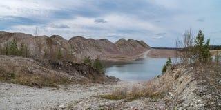 Versenktes Bergwerk am Frühling lizenzfreie stockfotos