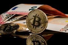 Versión física del dinero virtual de la moneda de Bitcoin aka Foto de archivo