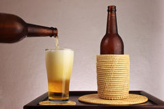 Versi la birra Immagine Stock Libera da Diritti