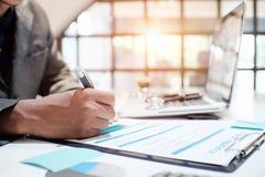 Versicherungsagent-Behälter-Krankenversicherung Stockbild