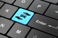 Versicherungskonzept: Auto und Palme auf Computertastaturhintergrund Lizenzfreie Stockfotografie
