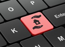Versicherungskonzept: Haus und Palme auf Computertastaturhintergrund Stockfotografie