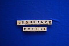 Versicherungspolice auf Hintergrund stockbild