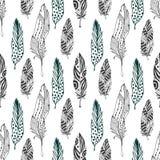 Versieht nahtloses Muster in der ethnischen Art mit Federn Hand gezeichnetes zentangle Gekritzel-Verzierungsmuster mit Vektorfede Stockbild