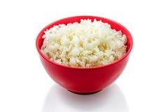 Versier, gekookte rijst, rode plaat stock foto