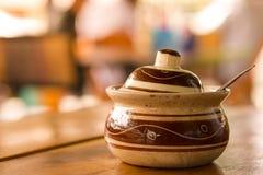 Versier noedel met de hand gemaakt van Azië en restaurantachtergrond in China royalty-vrije stock afbeelding