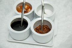 Versier voor de suiker en de azijn van de noedelpeper fishsouce stock foto's