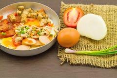 Versiert het Indochina pan-gebraden ei met (tomaten, Spaanse peper, peper, stock fotografie