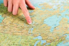 Översikt av Kanada i kartbok Arkivbild