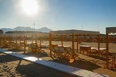 Versilia-Strandansicht über Sonnenaufgang Lizenzfreie Stockfotos