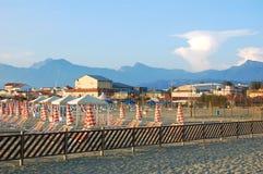 Versilia Viareggio sandstrand, Italien Arkivfoto