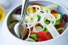 Version des griechischen Salats (mit Eiern) Lizenzfreie Stockfotos