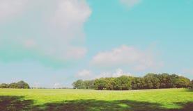 Version 2 för stort fält och för blå himmel fotografering för bildbyråer