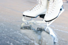 Versione naturale inclinata, pattini di ghiaccio Fotografie Stock