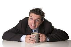 Verslaafdenzakenman in kostuum en bandholdingskop van koffie als maniak in cafeïneverslaving Stock Fotografie