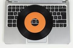 Verslag en laptop computer Royalty-vrije Stock Fotografie
