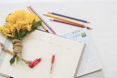 verslag van de notitieboekje het maandelijkse ontwerper voor financieel Royalty-vrije Stock Afbeelding