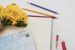 verslag van de notitieboekje het maandelijkse ontwerper voor financieel Stock Foto