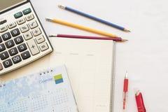 verslag van de notitieboekje het maandelijkse ontwerper voor financieel Royalty-vrije Stock Foto's