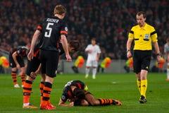 Verslavend spel tussen het FC Shakhtar Donetsk van het teamsogenblik en Bayer Leverkusen Royalty-vrije Stock Fotografie