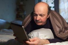Verslaving op Internet, een probleem met slaap stock afbeelding