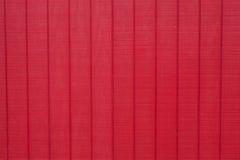 Versleten rustieke rode schuurraad die textuur met panelen bekleden Royalty-vrije Stock Afbeelding