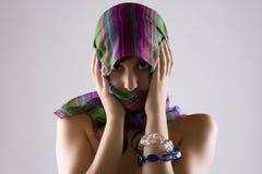Versluierde Vrouw in Schaduwen Royalty-vrije Stock Foto