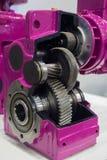 Versnellingsbak op grote elektrische motor bij industri?le materiaalinstallatie stock foto's