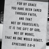 Verso da Bíblia de Ephesians 2:8-9 Foto de Stock Royalty Free