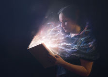 Verso della bibbia che salta giù la pagina Fotografia Stock