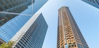 Verso il cielo vista dei grattacieli del centro, Seattle Immagine Stock