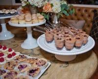Versorgter Nachtisch für die Hochzeit Stockbild